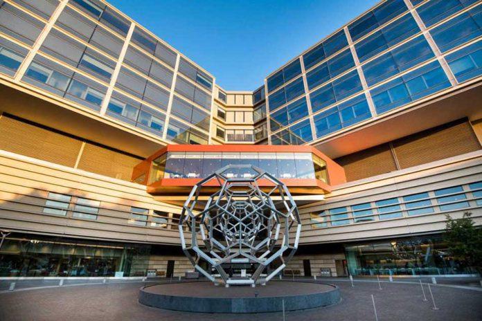 آشنایی با داروسازان و داروخانه رباتیک در مرکز کنترل سلامت استنفورد