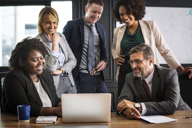 2 4 دلیلی که همدلی در محیط کار باعث ایجاد حس تجاری می شود