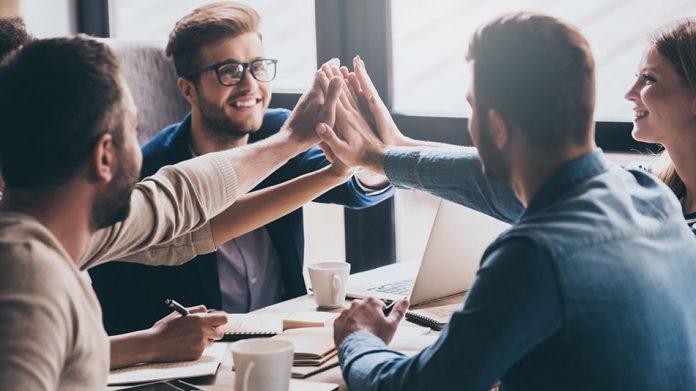 4 دلیلی که همدلی در محیط کار باعث ایجاد حس تجاری می شود