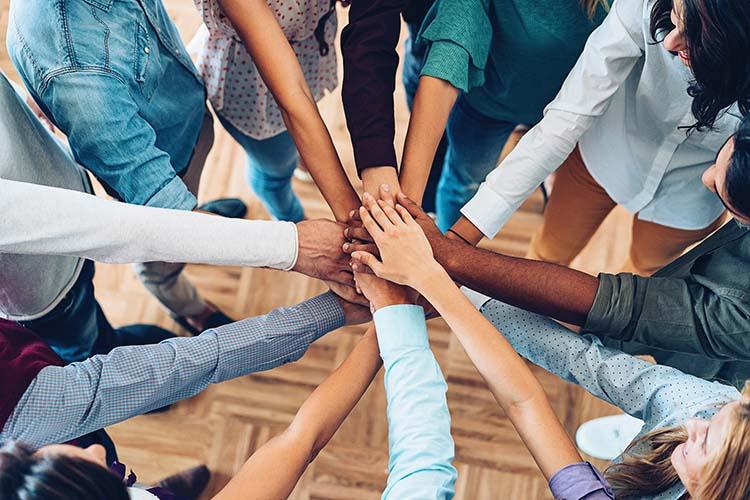 4 4 دلیلی که همدلی در محیط کار باعث ایجاد حس تجاری می شود