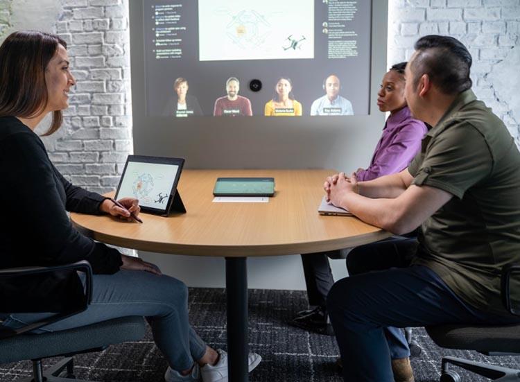 1 مدیر ارشد مایکروسافت شیوه جدید رهبری را برای دوران ترکیبی ارائه می دهد